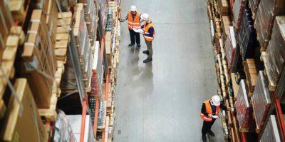 Almacenar stock en tu empresa de logística.